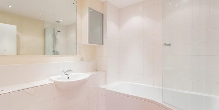 Devonshire Court Flat G-bath-5