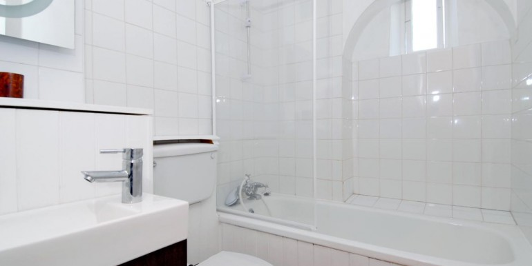 bathroom lo